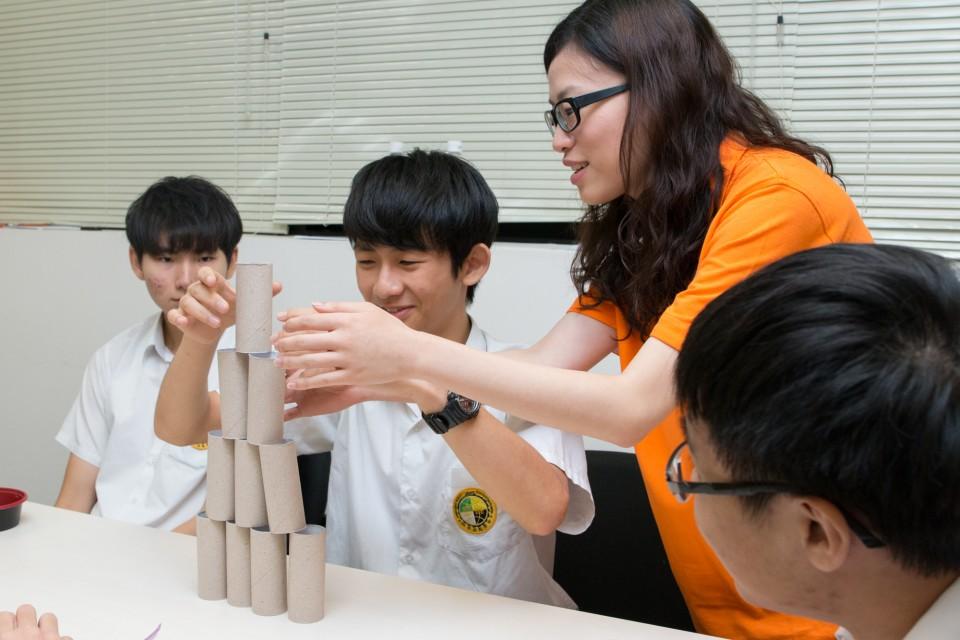 豐澤員工與參加舉辦面試工作坊的學生玩遊戲