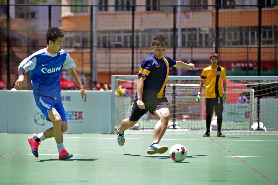 百佳組隊參賽香港街頭足球比賽