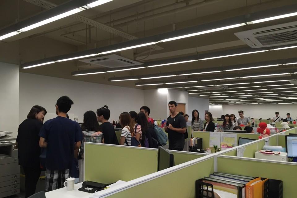 香港浸會大學學生參觀屈臣氏集團的辦公室